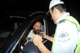 Halit Ergenç trafik kontrolüne takıldı, sosyal medya sallandı!