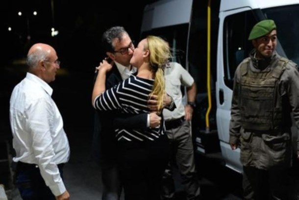 Kadri Gürsel, 330 gün sonra özgürlüğüne kavuştu: