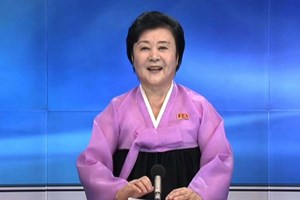 Dünya nükleer bombayı unuttu, Kuzey Kore'nin pembeli spikerini konuşuyor!
