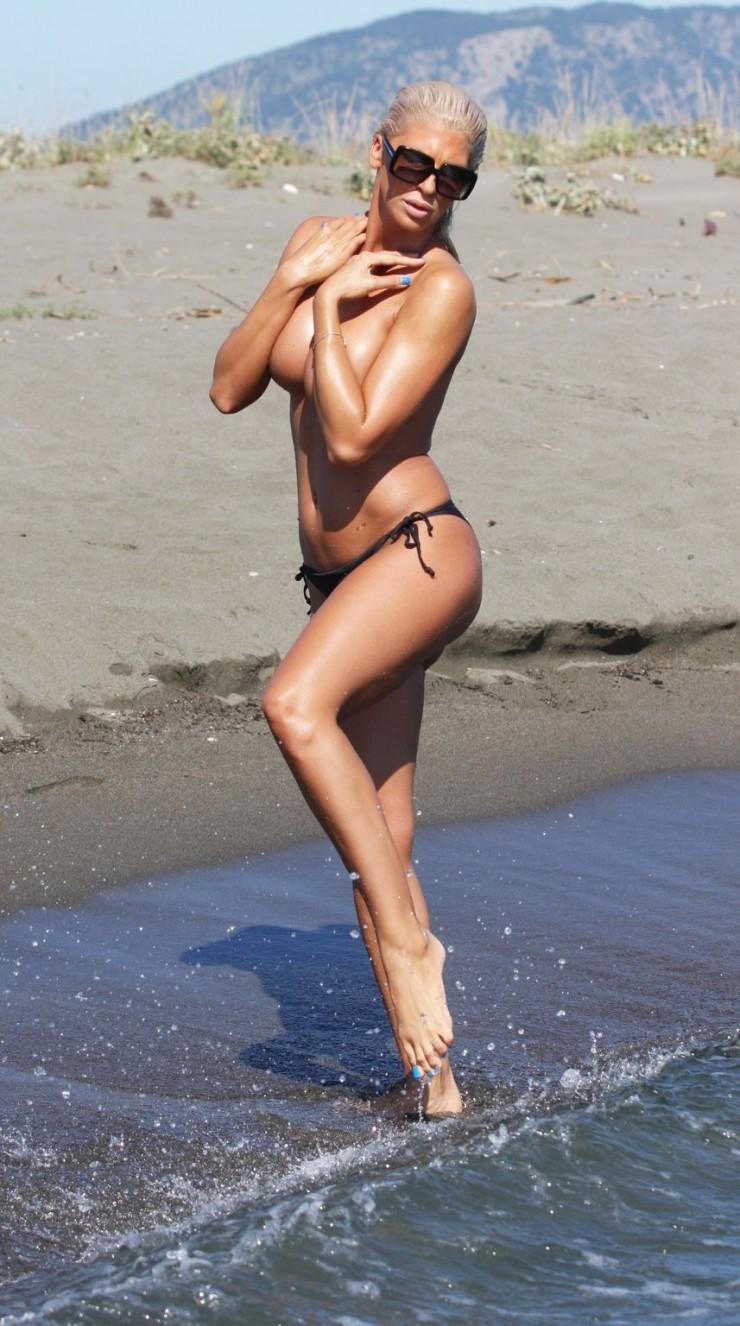 Jelena Yenge rahat durmuyor! Yine olay paylaşım!