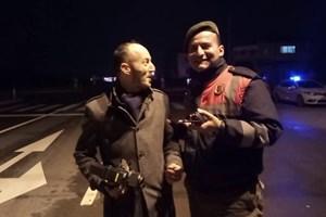 Jandarma canlı yayına daldı, muhabire sunum dersi verdi