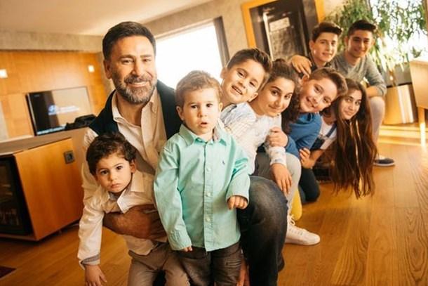 3 eşinden 8 çocuğu vardı! Ünlü türkücü dokuzuncu kez baba oldu!