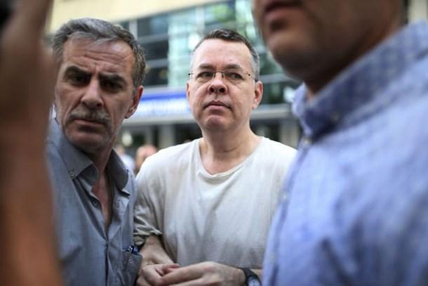 Reuters son dakika olarak duyurdu: Brunson, ABD'ye gitmek üzere uçakta