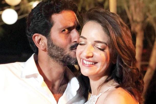Yahudi aktör ile evlenen Müslüman oyuncuya skandal sözler!