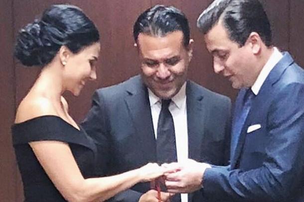 Beyaz TV'nin mutlu günü! Yüzükleri Osman Gökçek taktı! (Medyaradar/Özel)