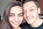 Mesut Özil'in nişanlısı Amine Gülşe'den, romantik paylaşım!
