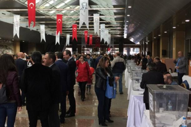 İstanbul Barosu'nda seçim yarışı; oy kullanma işlemi devam ediyor
