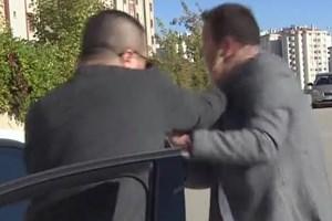 Beyaz TV muhabirine sokak ortasında tekme tokat dayak!