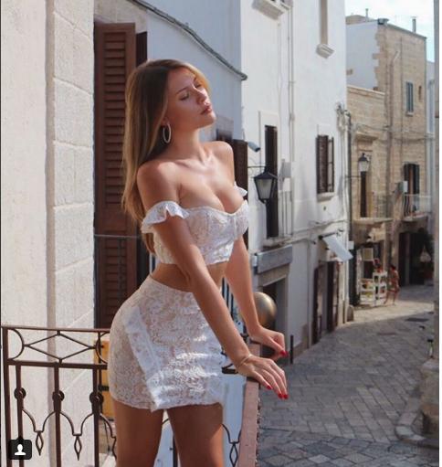 Chloe'nin cesur İtalya pozları sosyal medyayı salladı!