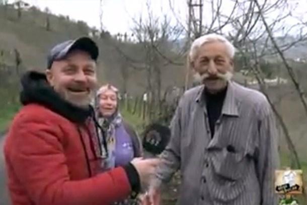 Bağırarak röportaj verdi, sosyal medya sallandı!