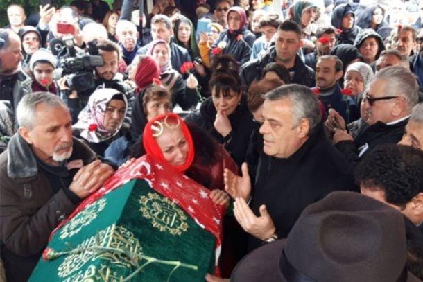 Gözyaşları sel oldu! Nuray Hafiftaş son yolculuğuna uğurlandı!