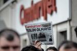 Cumhuriyet Gazetesi o ismi işten attı, gazeteciler ayaklandı!