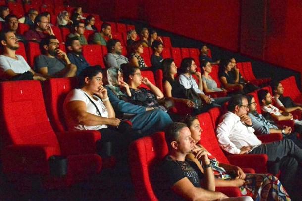 Türk sinema tarihinde bir ilk! Yerli filmler para bastı!
