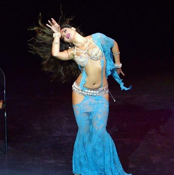 Rus dansöz 'çok seksi olduğu için' sınırdışı edilecek!
