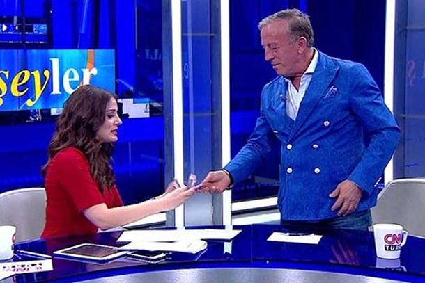 Canlı yayında Ali Ağaoğlu'nun paralarını sayınca CNN Türk'ten ayrılmıştı! Yeni adresi neresi oldu?(Medyaradar/Özel)