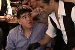 Nusret şovunu yaptı, Maradona kendinden geçti!