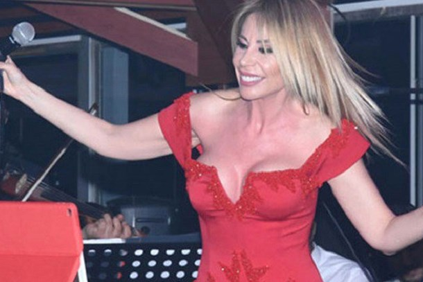 Ünlü şarkıcı, göğüslerindeki silikonları yeniletti!