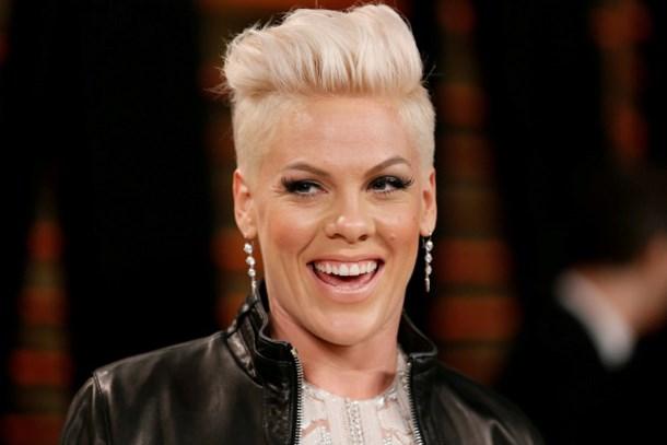 Ünlü şarkıcı dünyanın en güzel kadını ilan edildi!