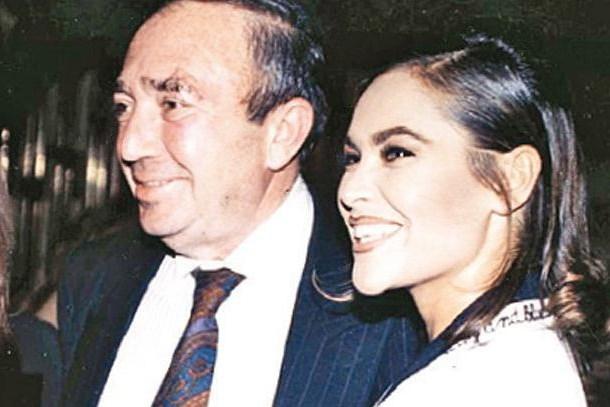 Duayen sinemacıdan olay sözler: Hülya Avşar magazine yem oldu, prestijini kaybetti!