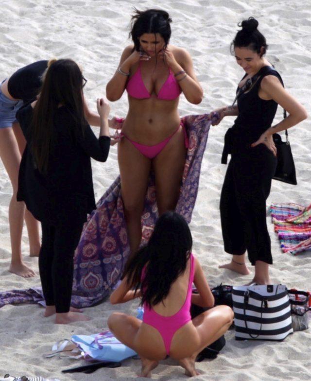 Mayosunu tersten giydi! Plajda yürek hoplattı!