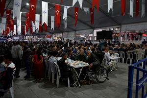 Binlerce kişi iftar çadırlarında buluştu