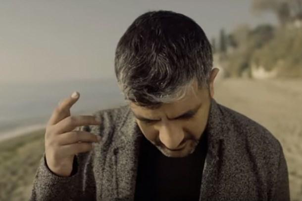 Ünlü müzisyen göçmenler için klip çekti!
