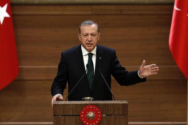 Erdoğan hangi yazara kızıyor?