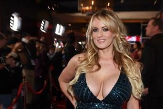 Trump'la ilişki yaşadığını iddia etmişti; Porno yıldızı gözaltına alındı