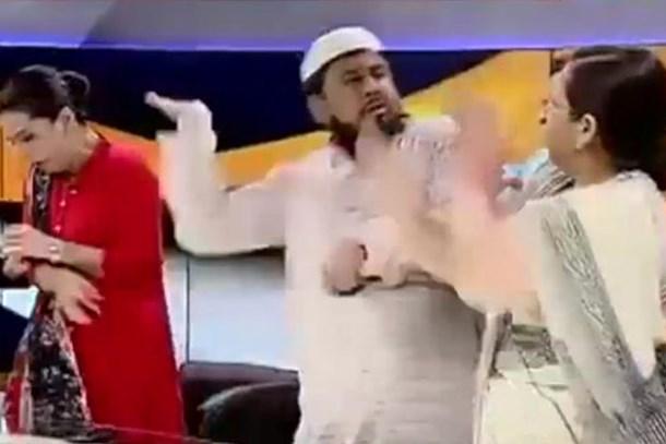 Canlı yayında şok kavga! Müftü, aktivist kadına saldırdı!