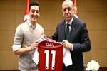 Mesut Özil Almanya'ya meydan okudu, dünya gündemine oturdu: Sadakatini sorguladılar...