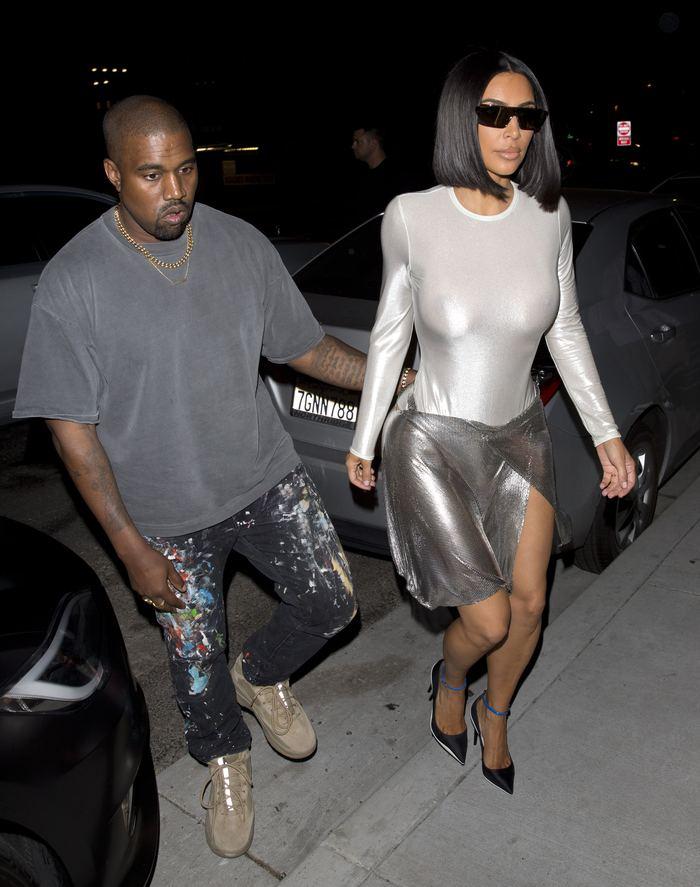 Kim Kardashian flaşların azizliğine uğradı