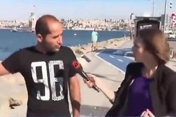 Yavru kediyi denize fırlatırken gazetecilere yakalandı ile ilgili görsel sonucu