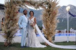 Erkan Kolçak Köstendil ve Cansu Tosun evlendi