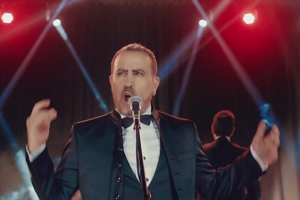 Haluk Levent sosyal medyayı salladı! Kına gecesinde şarkı söyleyecek!