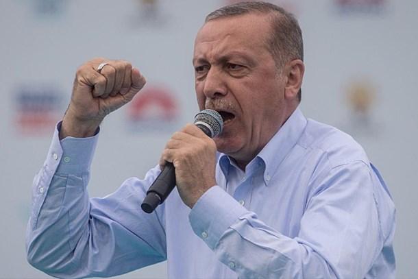 Yeni Akit yazarı açık açık uyardı!  Erdoğan'ın elinde güçlü bir koz var!