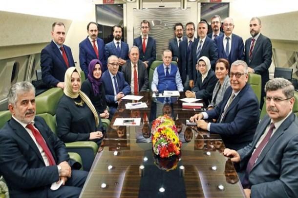 Ünlü ekran yüzünden şok 'dolar' çıkışı: Erdoğan'ın uçağından inmeyen gazeteciler...