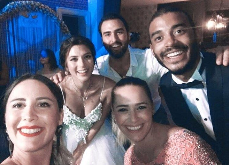 Survivor'ın güzel yarışmacısı evlendi! Arkadaşları yalnız bırakmadı!