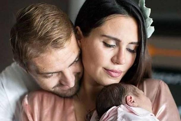 Caner Erkin - Şükran Ovalı çiftinden ilk bebek fotoğrafı!