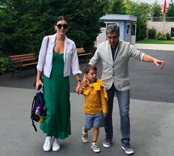 Necati Şaşmaz'dan dedikodulara inat el ele poz!