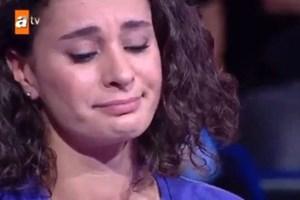 Seyirciye kızdı, gözyaşlarına boğuldu