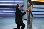 Emmy'deki evlilik teklifinde yürek sızlatan ayrıntı! Törene damga vurdu...
