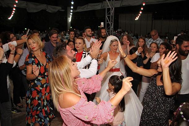 Dizi seti düğüne taşındı! Dizi ekibi düğünde coştu! (Medyaradar/Özel)