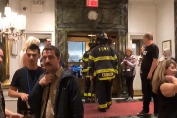 Türk gazetecilerin kaldığı otelde yangın paniği! Alarm çalınca...